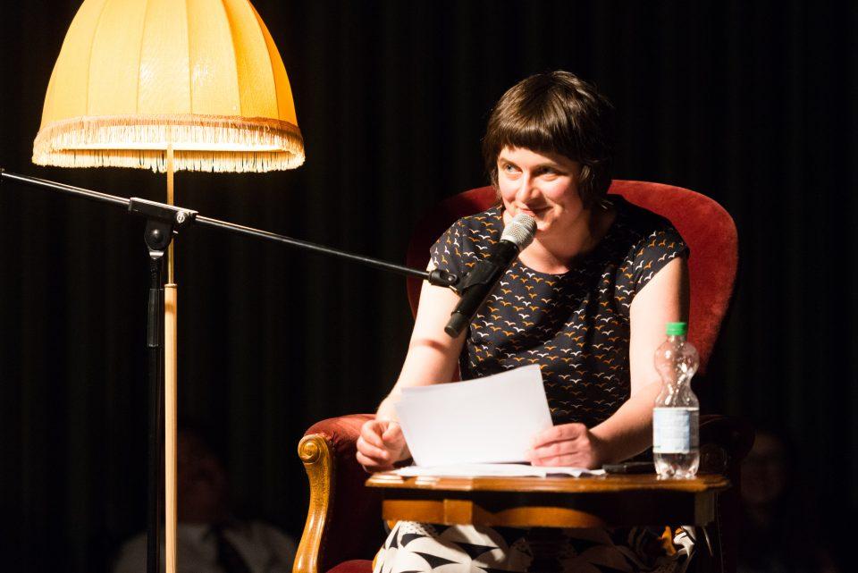 Ella Cariner liest auf der Altonale